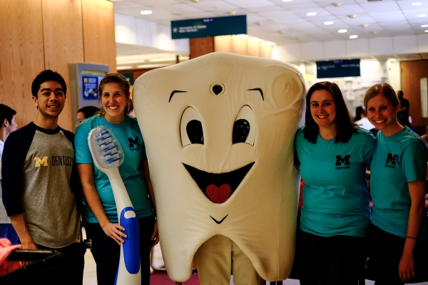 Featured in the picture are the coordinators on the right (Arielle Castine and Gabrielle Zuzo) and D2 coordinators on the left (Teddy Eusebio and Betsey Baumann-Smeenge), plus Toothy!